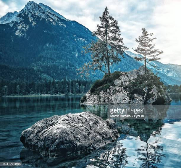 scenic view of lake against mountain range - tranquil scene stock pictures, royalty-free photos & images