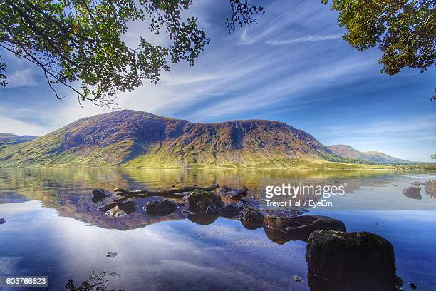 scenic view of lake against mountains - cockermouth photos et images de collection