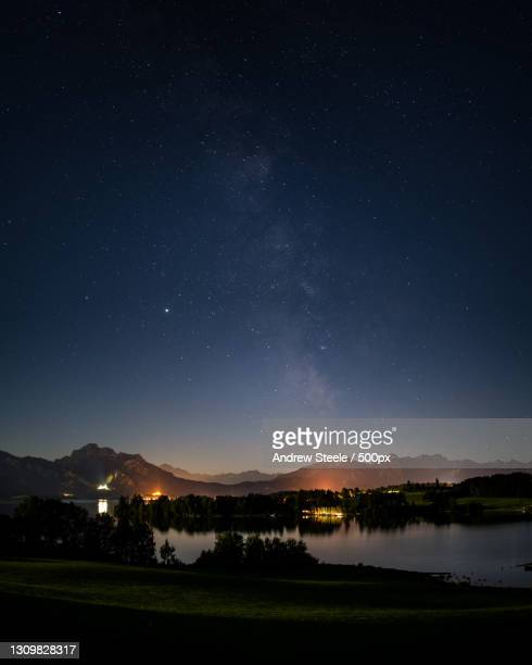 scenic view of lake against sky at night,forggensee,germany - 宇宙・天文 ストックフォトと画像