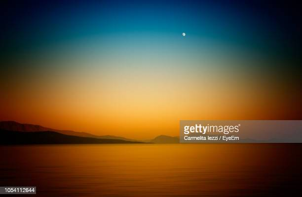 scenic view of lake against sky during sunset - carmelita iezzi foto e immagini stock
