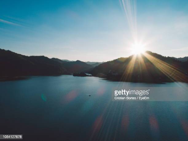 scenic view of lake against sky during sunset - bortes fotografías e imágenes de stock