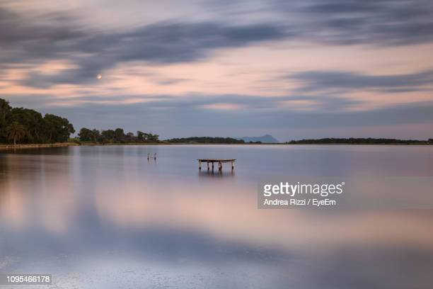 scenic view of lake against sky during sunset - andrea rizzi fotografías e imágenes de stock