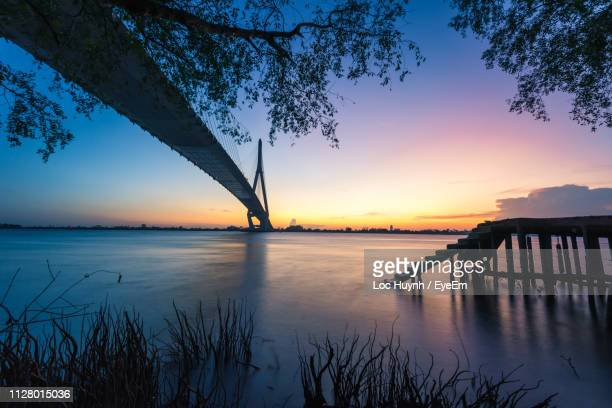 scenic view of lake against sky during sunset - provinz can tho stock-fotos und bilder