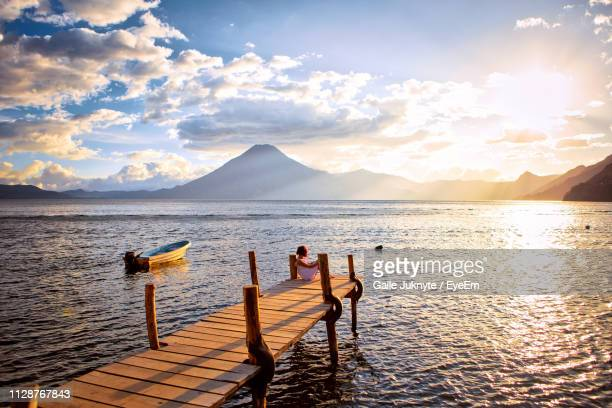 scenic view of lake against sky during sunset - guatemala fotografías e imágenes de stock