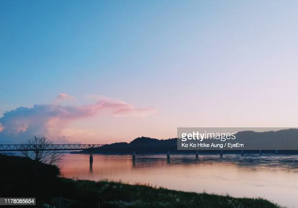 scenic view of lake against sky during sunset - ko ko htike aung stock pictures, royalty-free photos & images