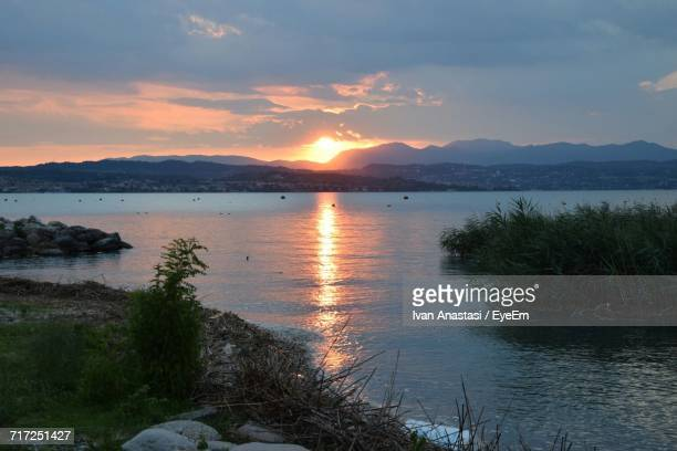 scenic view of lake against sky during sunset - anastasi foto e immagini stock