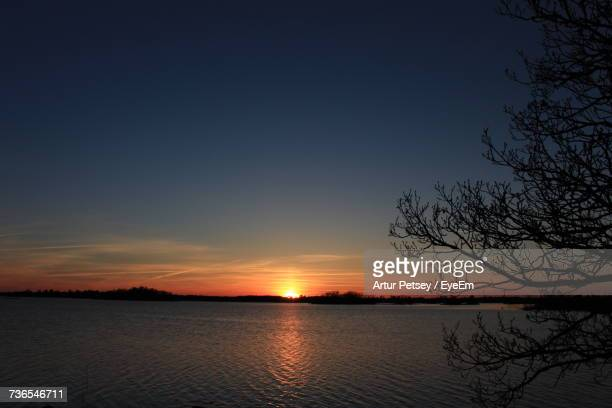 scenic view of lake against sky during sunset - artur petsey foto e immagini stock
