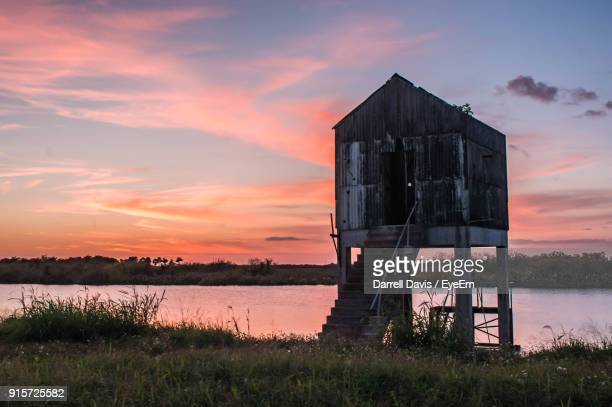 scenic view of lake against sky during sunset - lake okeechobee stock pictures, royalty-free photos & images
