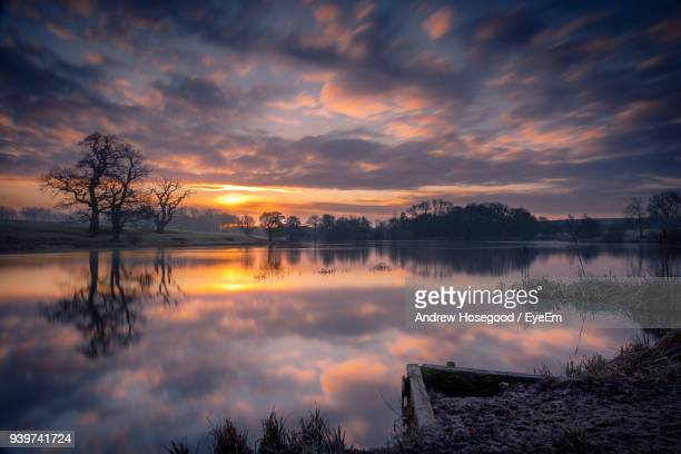 scenic view of lake against sky during sunset - northamptonshire stock pictures, royalty-free photos & images