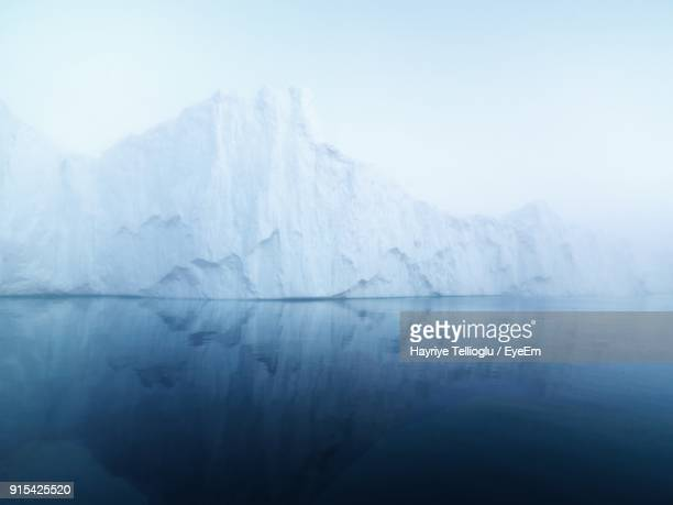scenic view of lake against sky during winter - iceberg photos et images de collection