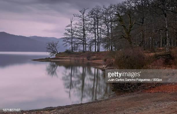 scenic view of lake against sky, gasteiz  vitoria, spain - アラバ県 ストックフォトと画像