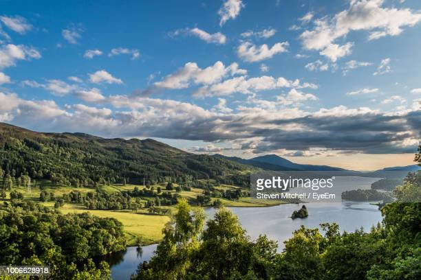 scenic view of lake against sky - schottland stock-fotos und bilder