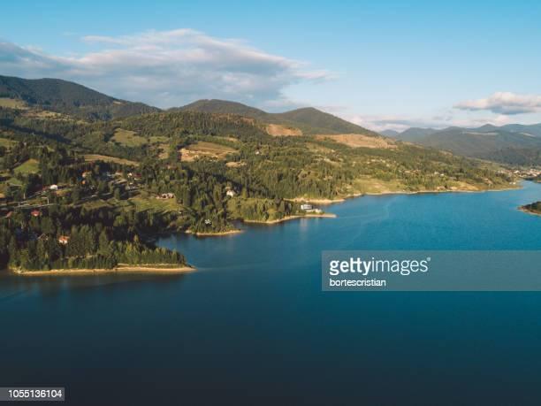 scenic view of lake against sky - bortes - fotografias e filmes do acervo