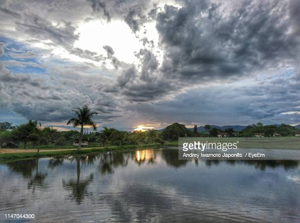scenic view of lake against sky - japonês stock pictures, royalty-free photos & images