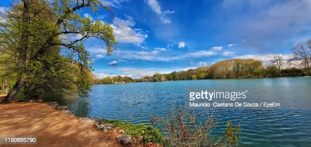 scenic view of lake against sky - mauricio caetano de souza stock photos and pictures