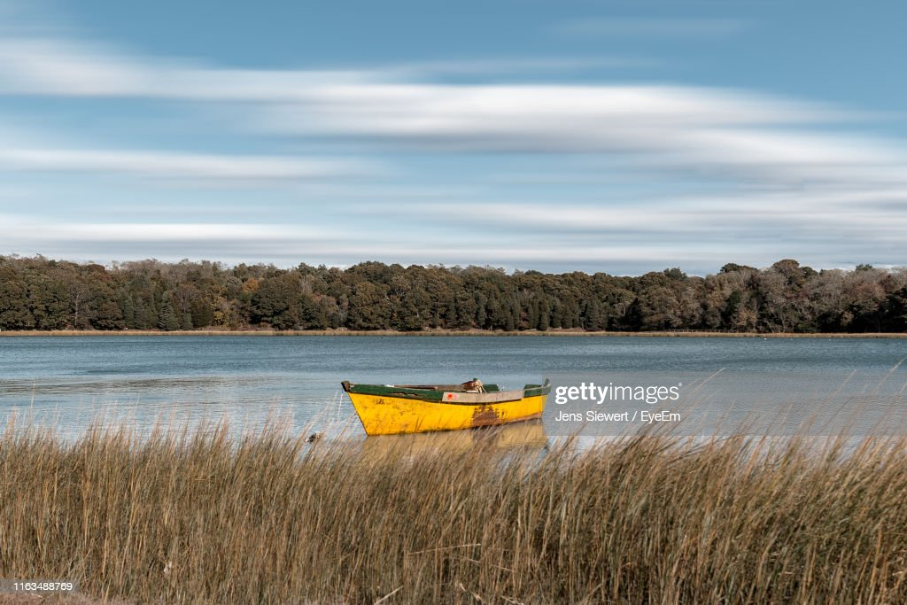 Scenic View Of Lake Against Sky : Stock-Foto