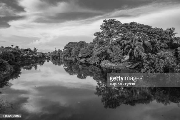 scenic view of lake against sky - dhaka stock pictures, royalty-free photos & images