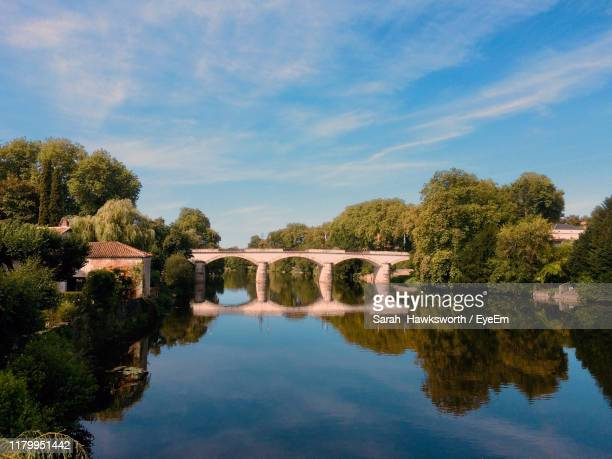 scenic view of lake against sky - charente stock pictures, royalty-free photos & images