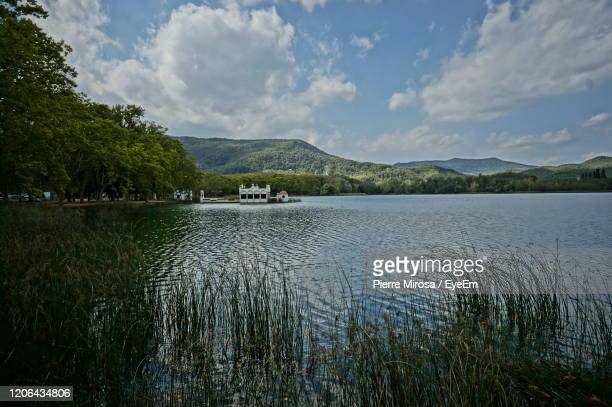 scenic view of lake against sky - banyoles stock pictures, royalty-free photos & images