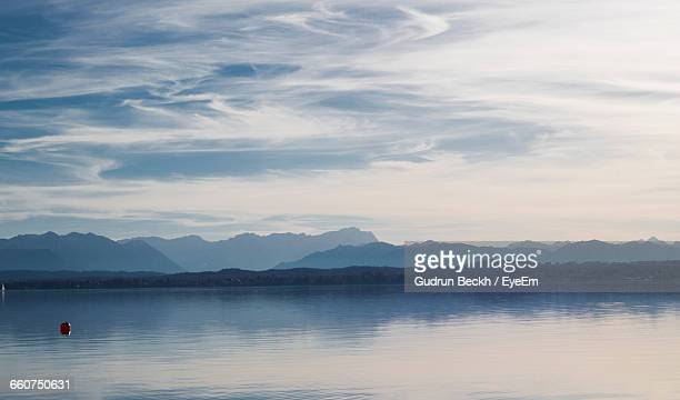 scenic view of lake against sky - starnberg photos et images de collection