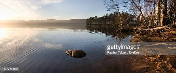 scenic view of lake against sky - paulien tabak stock pictures, royalty-free photos & images