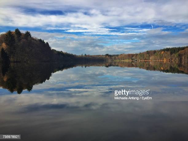 scenic view of lake against sky - anfang stock pictures, royalty-free photos & images