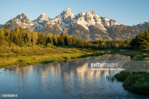 scenic view of lake and mountains against clear sky,grand teton,wyoming,united states,usa - klein foto e immagini stock