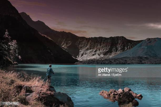 scenic view of lake and mountains against sky - makassar stock pictures, royalty-free photos & images