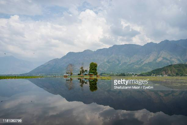 scenic view of lake and mountains against sky - shaifulzamri fotografías e imágenes de stock