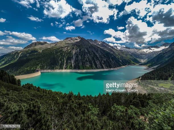 scenic view of lake and mountains against sky - 北チロル ストックフォトと画像