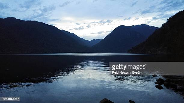 scenic view of lake and mountains against sky - reid,_wisconsin stock pictures, royalty-free photos & images