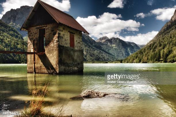 scenic view of lake and mountains against sky - walter ciceri foto e immagini stock