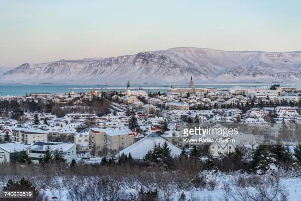 scenic view of lake and mountains against sky - reykjavik stock pictures, royalty-free photos & images
