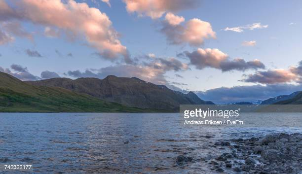 scenic view of lake and mountains against sky - eriksen foto e immagini stock