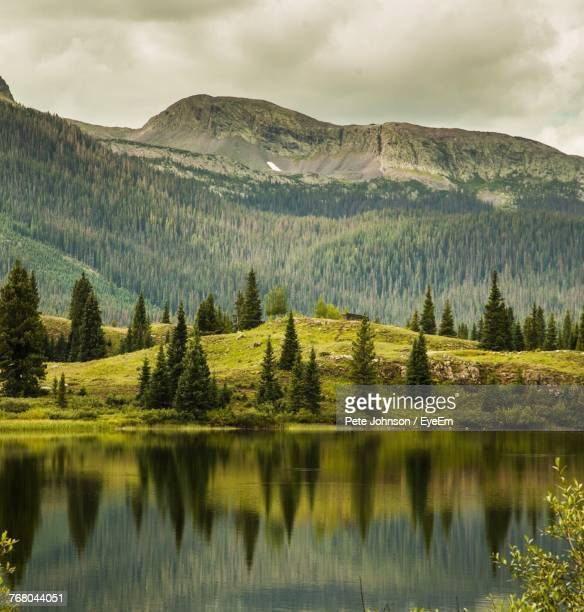 scenic view of lake and mountains against sky - johnson stockfoto's en -beelden