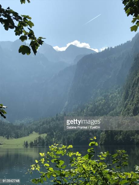 scenic view of lake and mountains against sky - berchtesgaden stockfoto's en -beelden