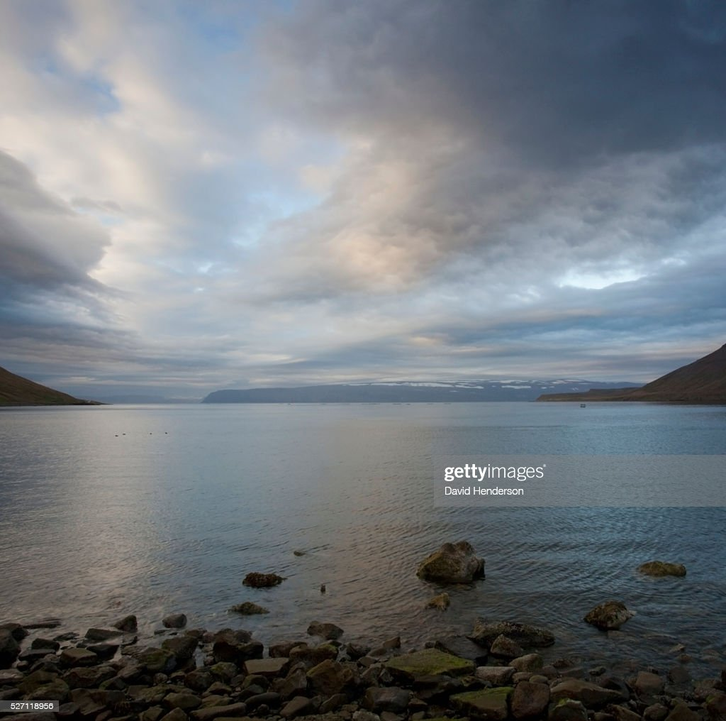 Scenic view of lake and storm clouds : Foto de stock