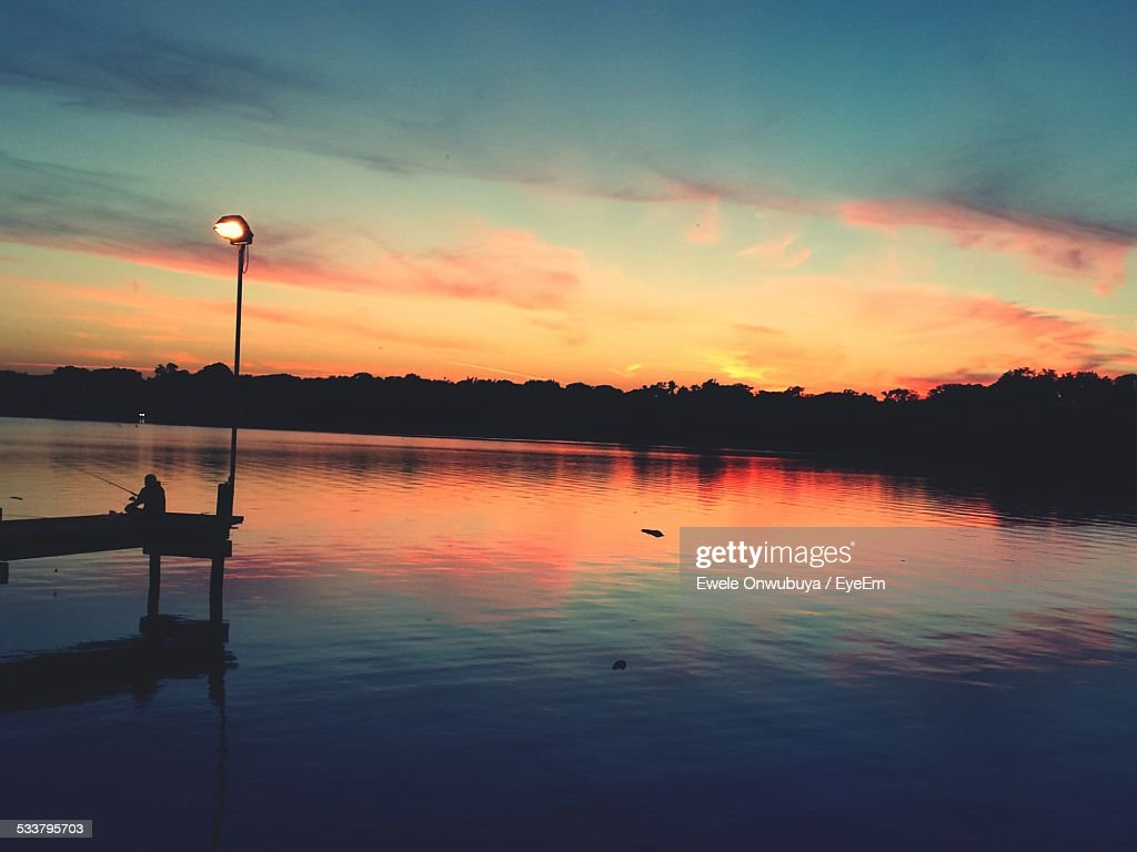 Scenic View Of Lake At Sunset : Foto stock