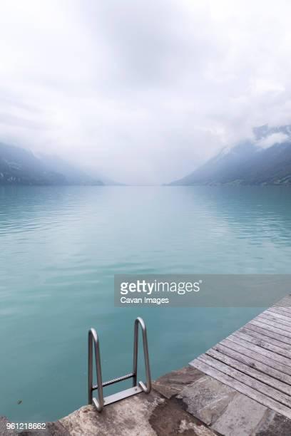 scenic view of lake brienz during winter - escada objeto manufaturado - fotografias e filmes do acervo
