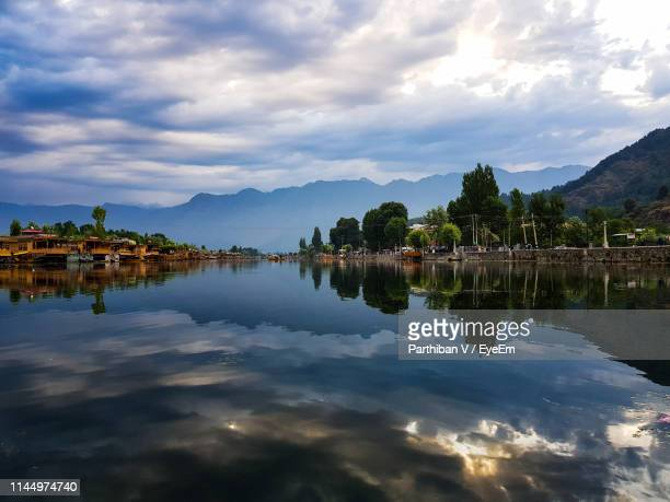 scenic view of lake by buildings against sky - kashmir valley stock pictures, royalty-free photos & images