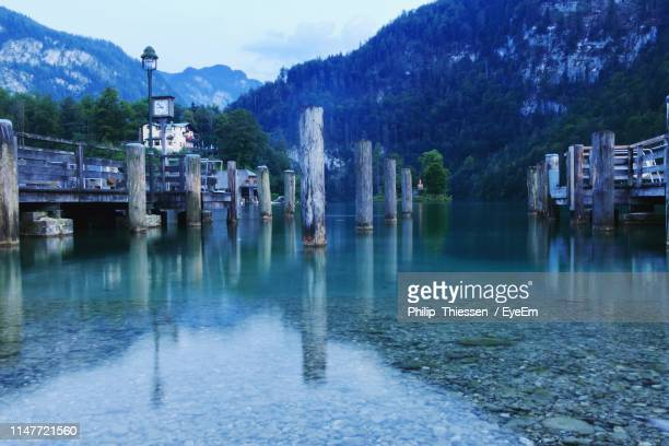 scenic view of lake by buildings against sky - thuringia stock pictures, royalty-free photos & images