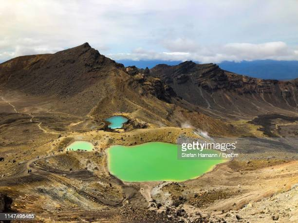 scenic view of lake by mountains against sky - north island new zealand stock pictures, royalty-free photos & images