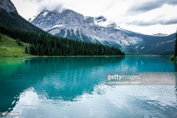 scenic view of lake by mountains against sky - josie photos et images de collection
