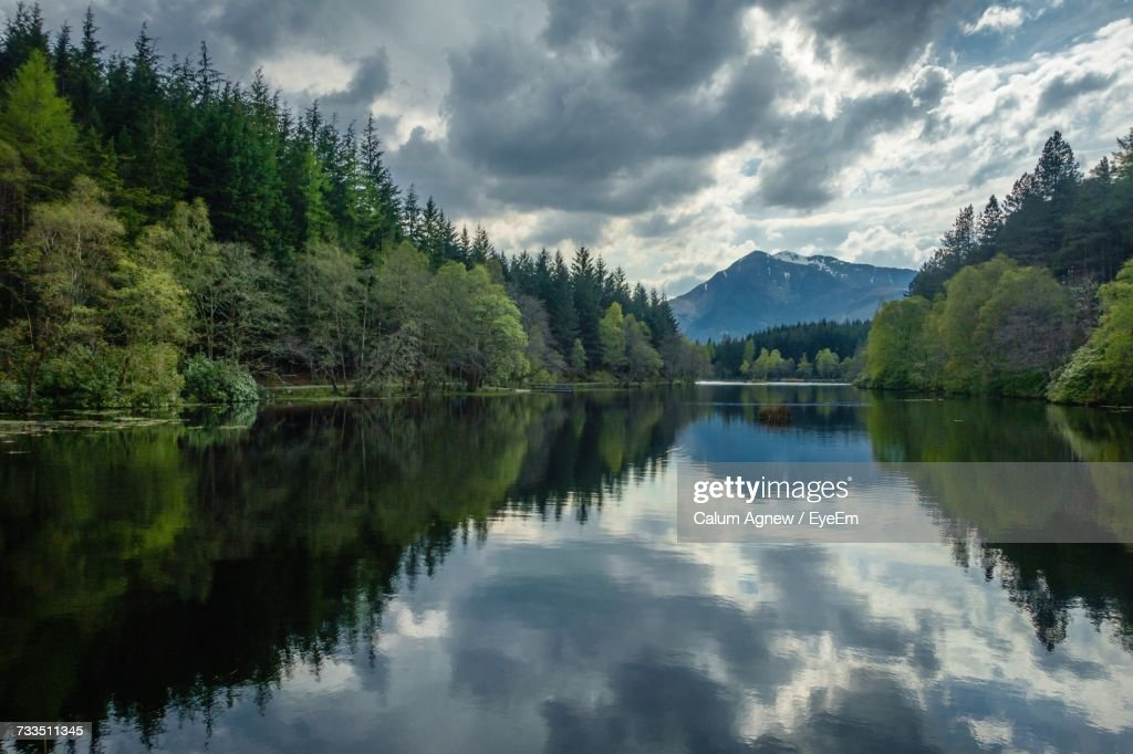 Scenic View Of Lake By Trees Against Sky : Stock-Foto
