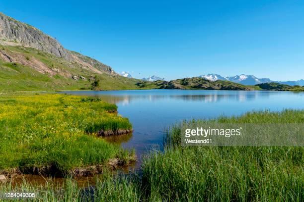 scenic view of lake on sunny day - イゼール県 ストックフォトと画像