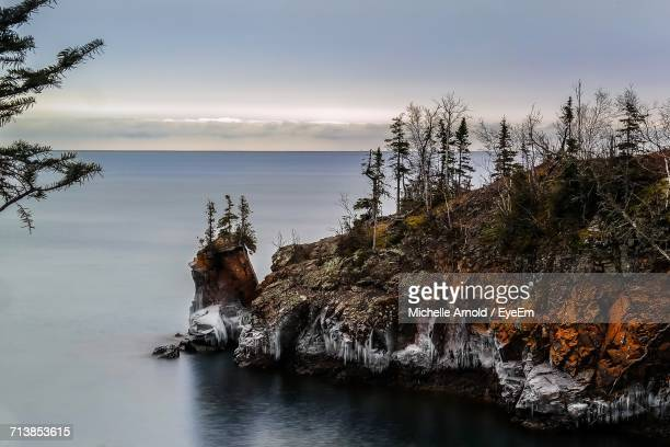 scenic view of lake superior against sky - lake superior stock pictures, royalty-free photos & images