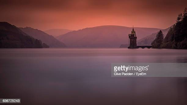 scenic view of lake vyrnwy by mountains during sunset - lake vyrnwy stock pictures, royalty-free photos & images