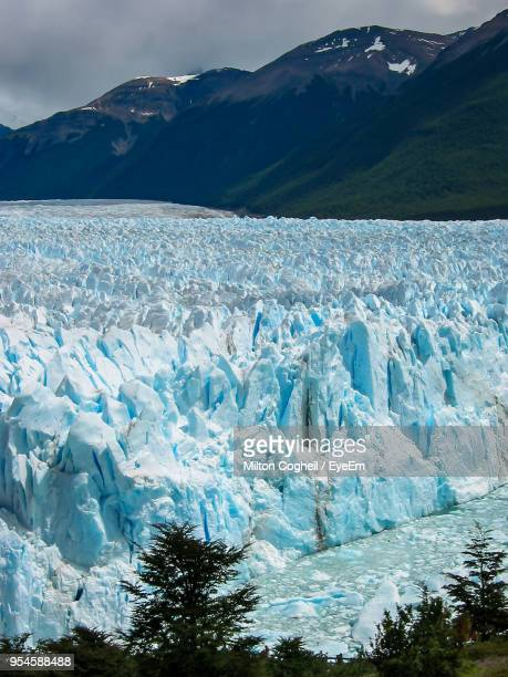 scenic view of landscape against mountain range - los glaciares national park stock pictures, royalty-free photos & images