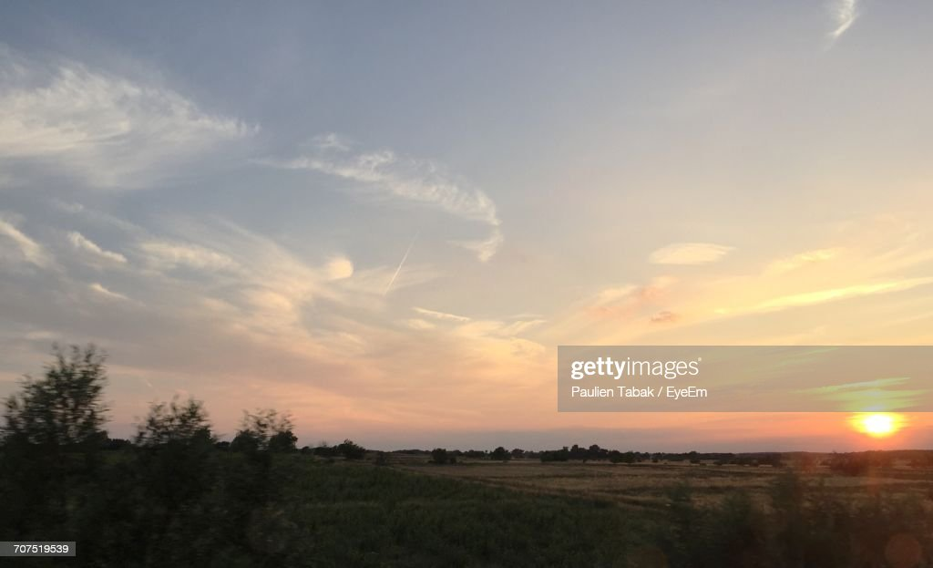 Scenic View Of Landscape Against Sky During Sunset : Stockfoto