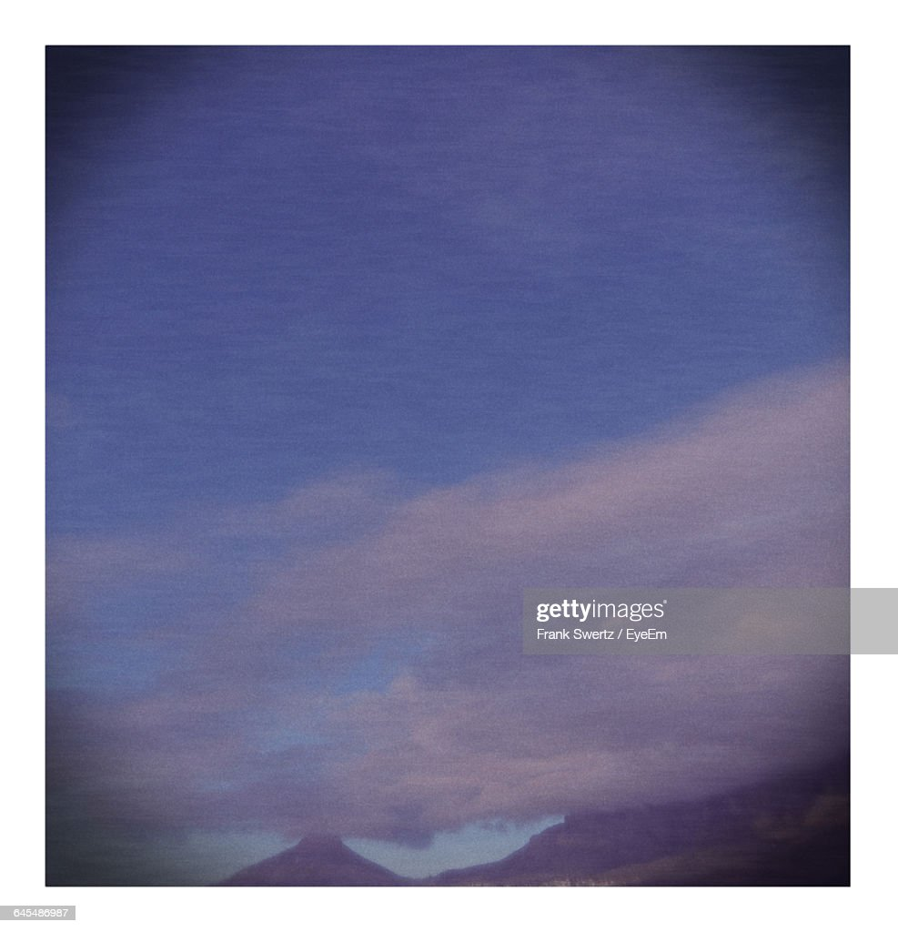 Scenic View Of Landscape Against Sky : Stockfoto